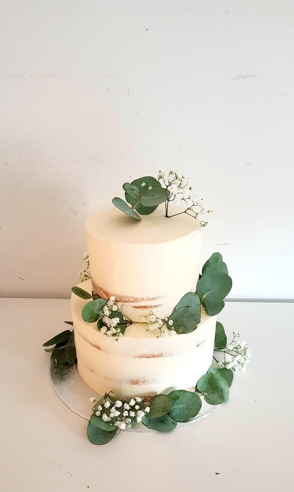 Patisserie personnalisé gâteau blanc avec décoration végétale