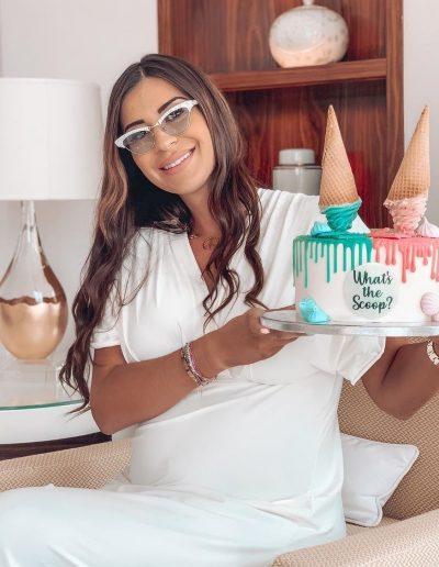 Martika Caringella (les marseillais) avec un gâteau Sweet and Nice 06