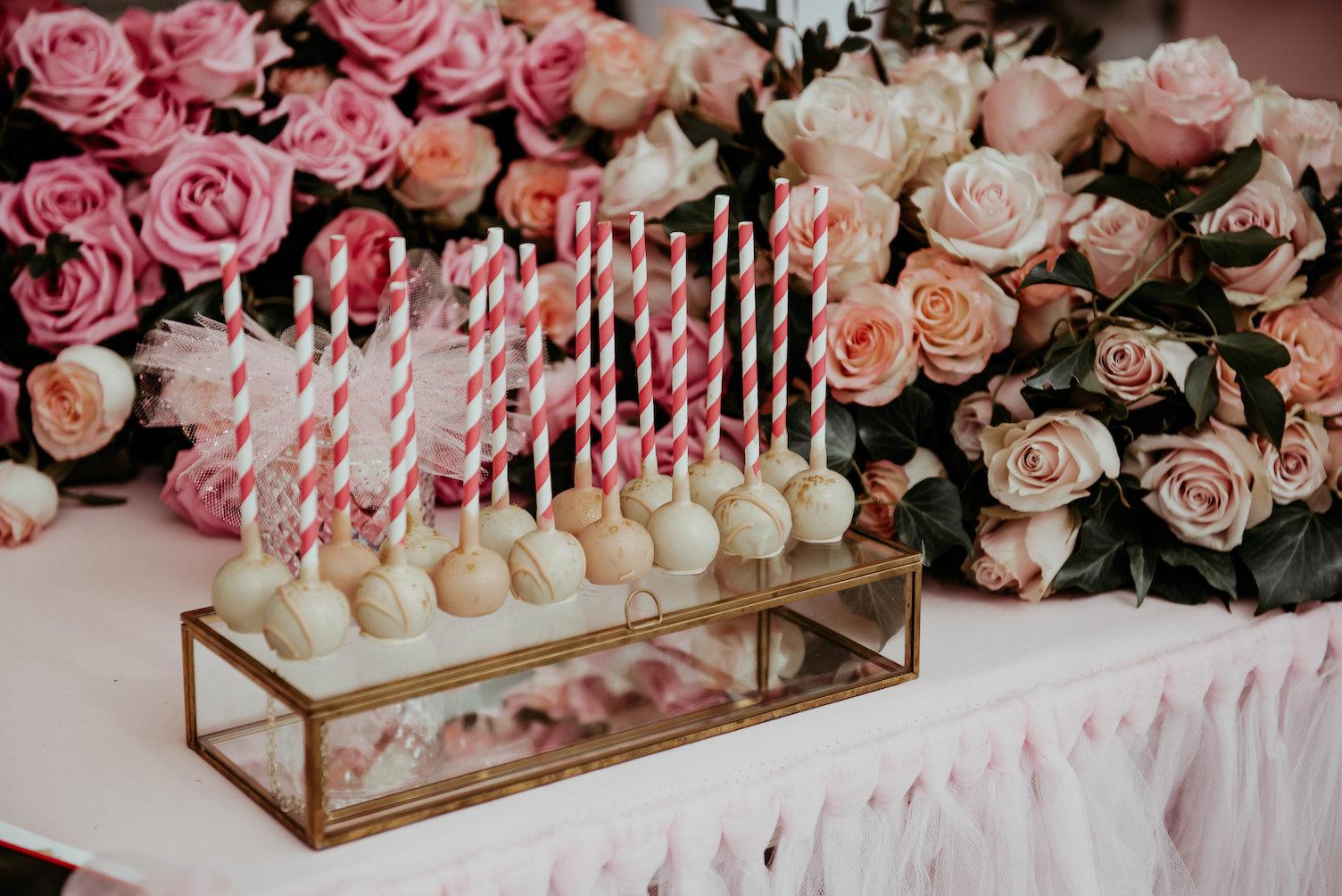 Popcake vanille avec décoration fleurs