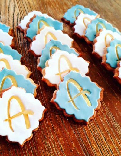 Magnifique sablés personnalisés lettre A bleus et blancs