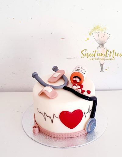 Gâteau d'anniversaire docteur medecin