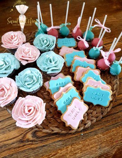 Cupcakes, sablés et popcakes bleus et roses
