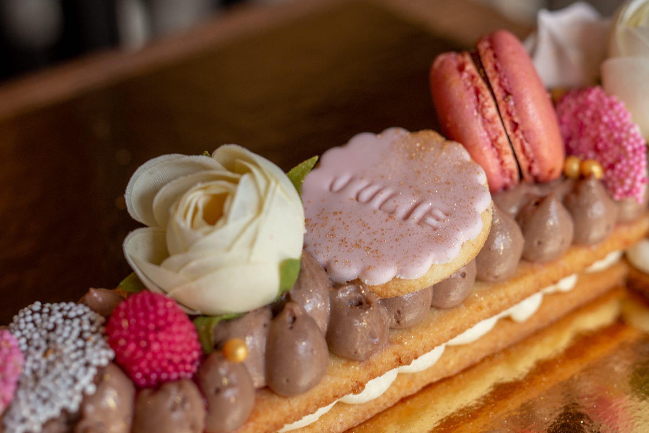 Macaron & Sablé letter cake